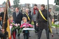 Cimetière de l'Egalité : les élèves des écoles H. Lonay, F. Meukens et Pierre Perret 2 ont rendu hommages aux soldats morts pour défendre nos libertés.